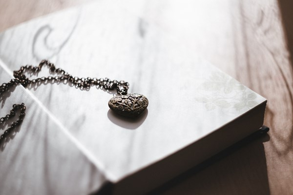 Turn ashes into memorial and cremation jewellery