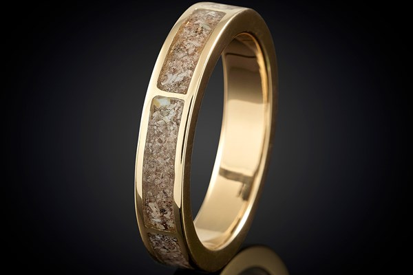 Cremation jewellery memorial ring